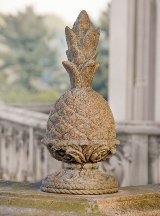 31006 Hospitality Pineapple Finial