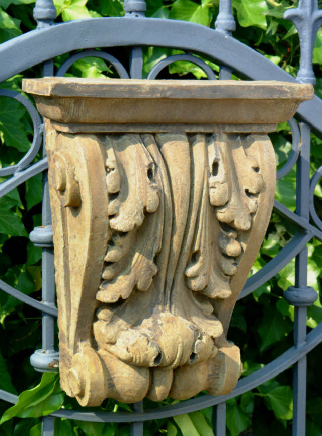 37002 Large Acanthus Corbel