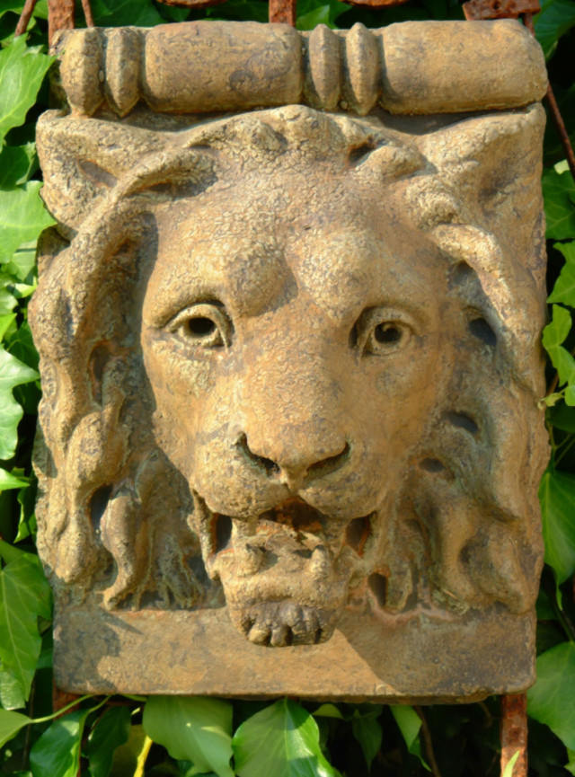 37505 Old English Lion Keystone