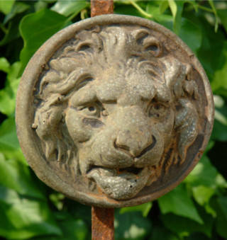 37506 Small Lion Medallion