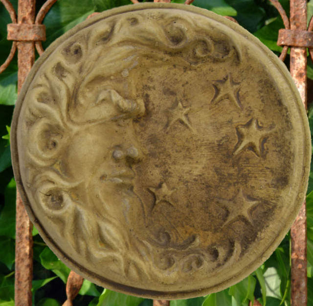 38025 Round Moon Plaque