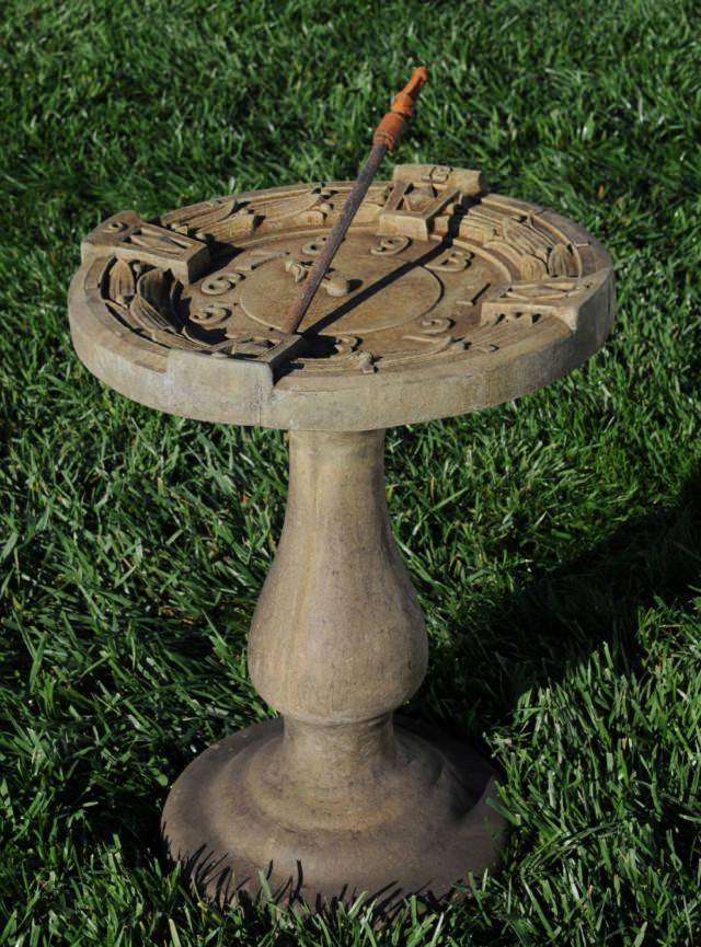 52022 Timekeeper Birdbath *Biltmore*