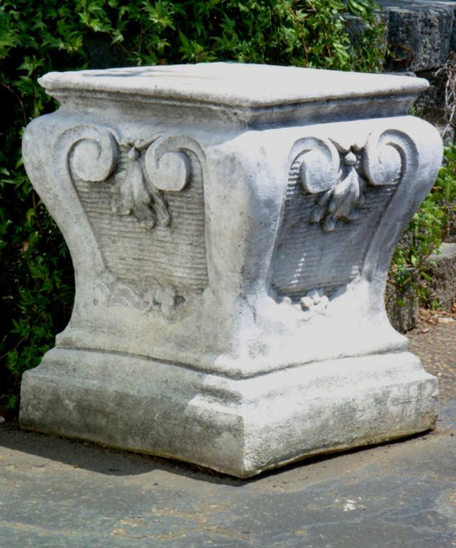 55010 Parisian Pedestal
