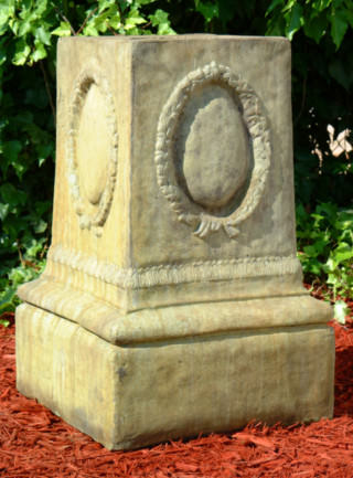 55013 English Wreath Pedestal