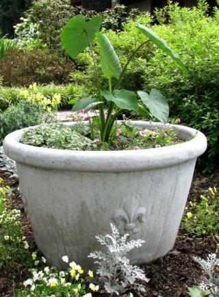 60025 Fleur-de-lis Planter