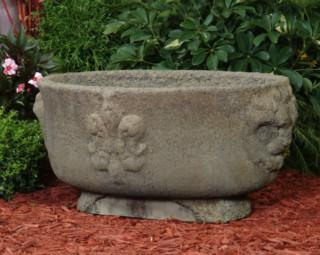 63507 Gothic Lion Pot