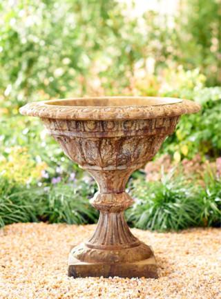 64306 A Small Venetian Urn
