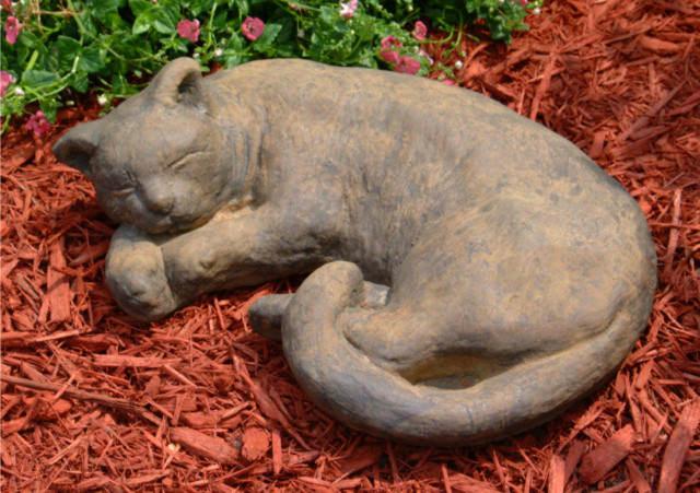 80501 Large Sleeping Cat