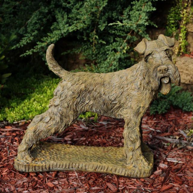81015 Standing Terrier