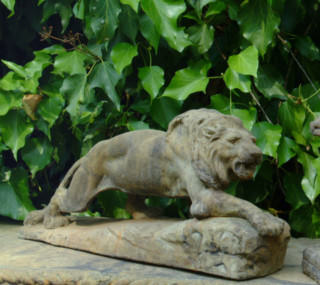 87002 Crouching Lion