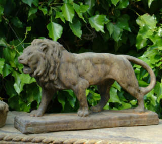 87003 Small Walking Lion