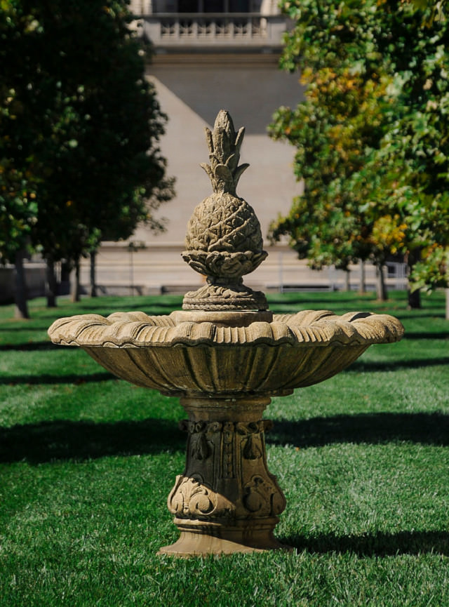 94506 Hospitality Pineapple Fountain *Biltmore*
